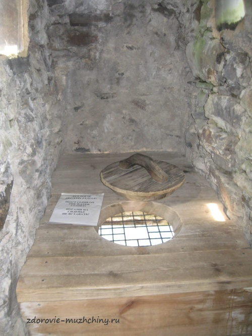 Дамский туалет в крепости Олавинлинна