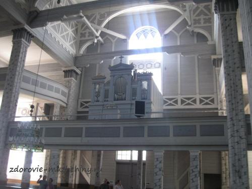 Орган в деревянной церкви в Керимяки