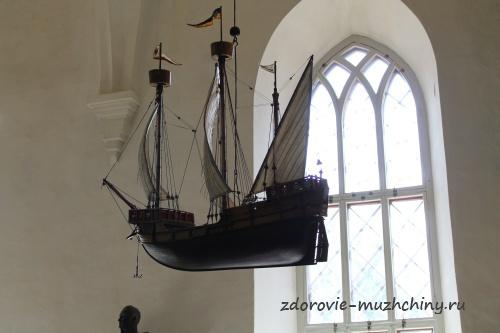 Кораблик в храме