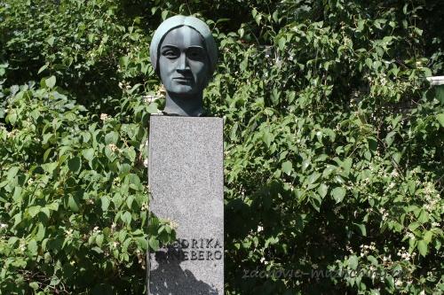 Памятник Фредерике Рунеберг