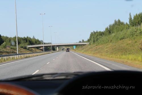 Пешеходный мост через автомагистраль